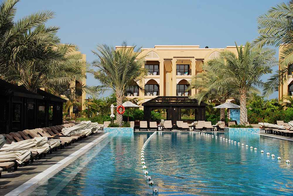 оаэ эмираты бассейн отель