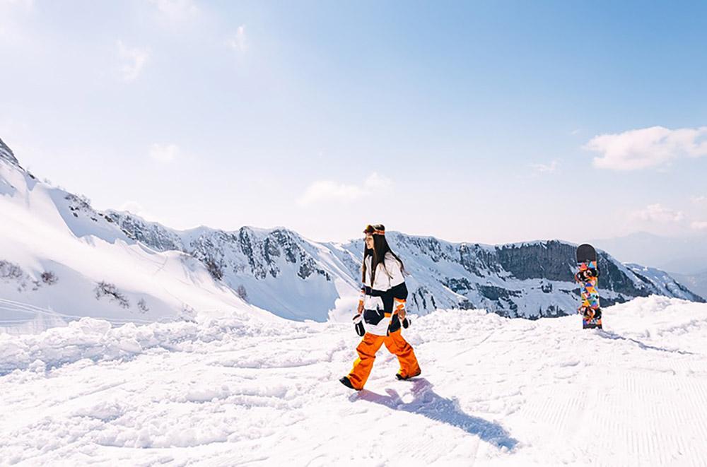 красная поляна горки-город девушка сноуборд горы горнолыжка