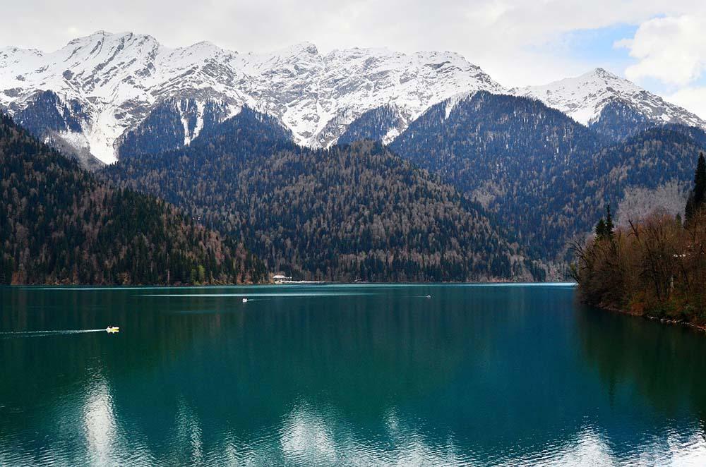 абхазия озеро рица горы
