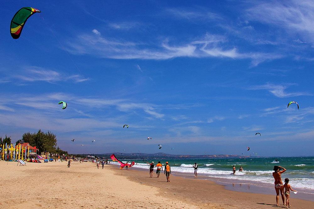вьетнам провинция биньтхуан воздушный змей дети море пляж