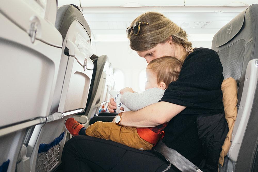самолёт, пассажир, мама, мать, ребенок, дети, кресло, лететь, летать, безопасность