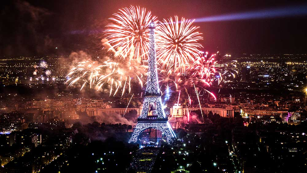 день взятия бастилии фейерверк эйфелева башня париж